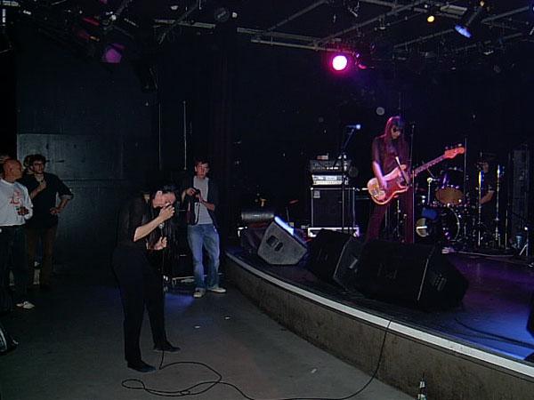 2005-10-07 Jarboe in Rot2